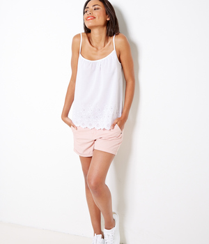 Top femme blanc broderie fleurie