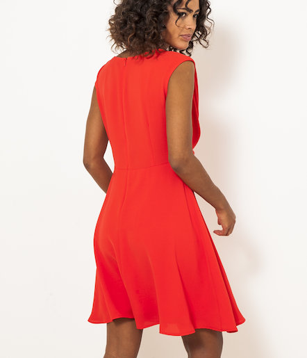 Robe rouge œillets